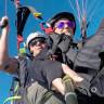 Ana Aljarilla vuela en parapente biplaza