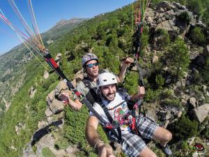 Parapente Madrid fotovuelo, sobrevolando las laderas  de Pedro bernardo.